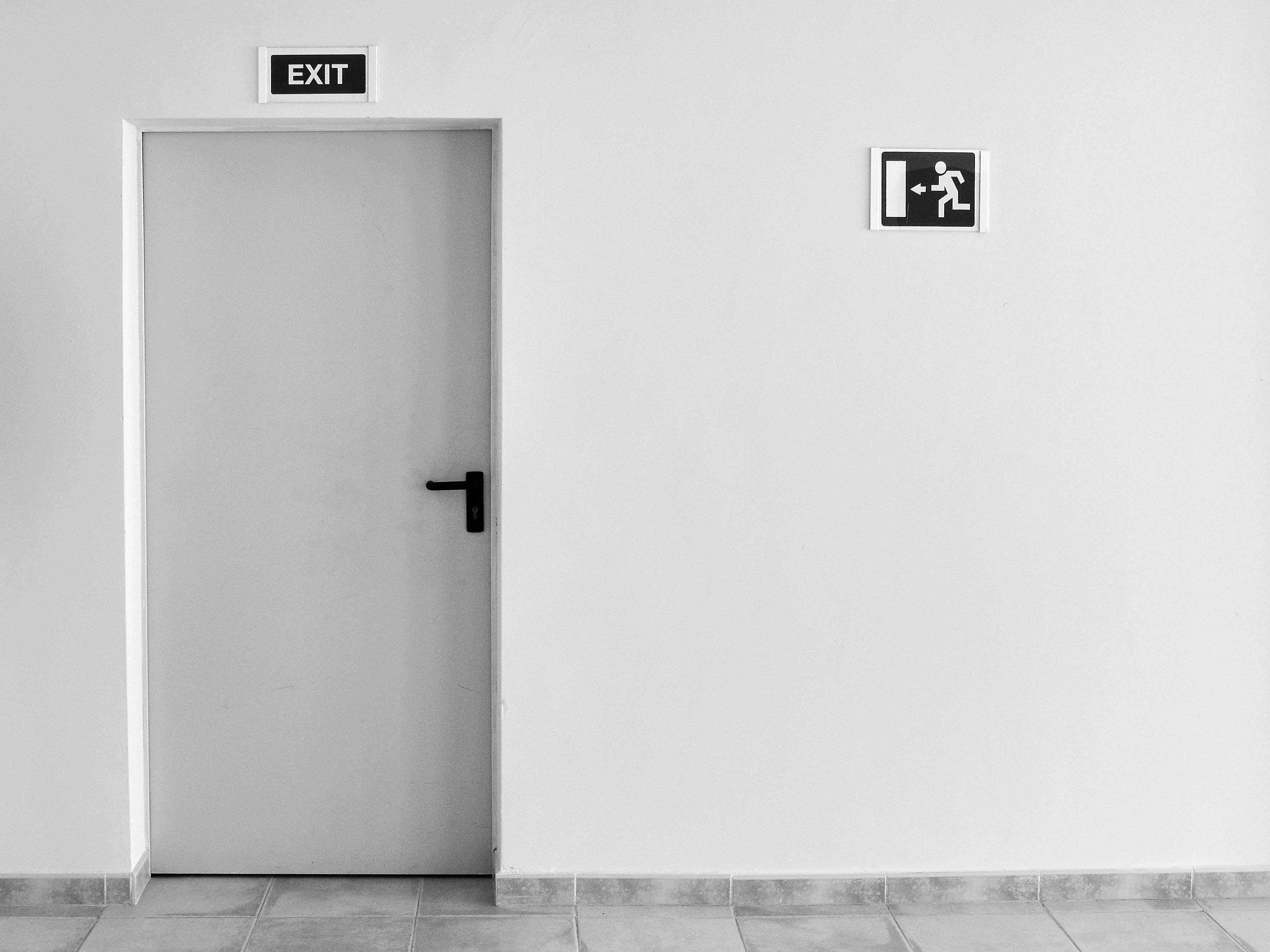 4 ways to facilitate graceful employee departures